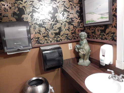 Restroom in Ramando's Italian Restaurant is very clean.